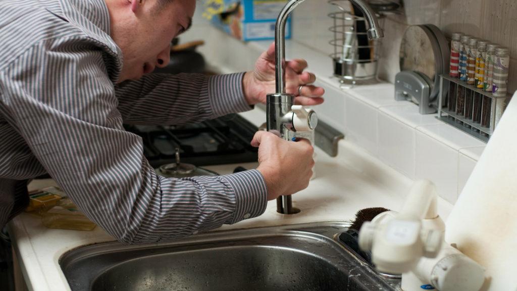 faucet repair or replacement service